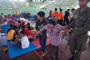 Hàng chục nghìn người Indonesia sơ tán vì núi lửa