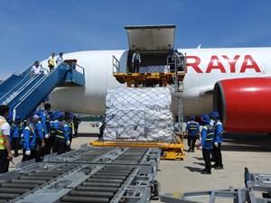 Hàng cứu trợ của ASEAN hạ cánh tại sân bay Cam Ranh