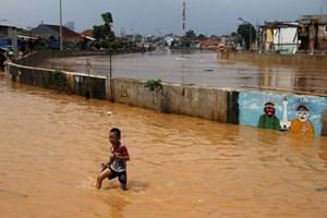 Hàng nghìn người Indonesia sơ tán vì lũ lụt