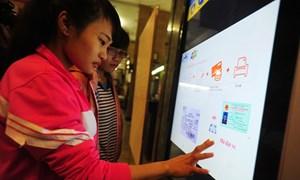 Hành khách có thể mua vé tàu qua kênh Payoo hoặc ví điện tử MoMo