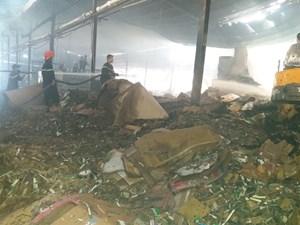 Cháy nhà máy giấy rộng 3000 m2 ở Tiền Giang