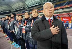 HLV Park Hang Seo & 2 lần đặt tay lên trái tim