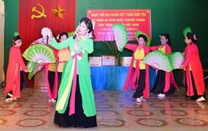 Hòa Bình: Tưng bừng ngày hội Đại đoàn kết tại xóm Minh Thành