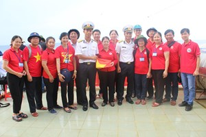 Hội Chữ thập đỏ đến với Trường Sa