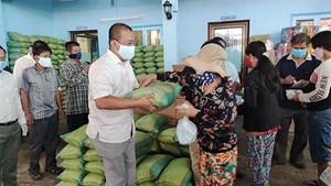 Hỗ trợ người Campuchia gốc Việt ảnh hưởng dịch Covid-19