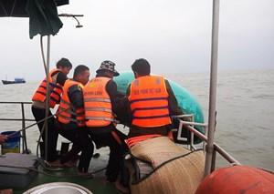 Tìm kiếm nam thuyền viên nửa đêm mất tích trên biển