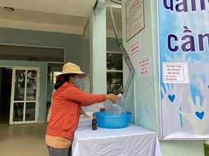 Ngày đầu tiên hoạt động của cây ATM gạo miễn phí ở Huế