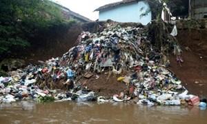 Indonesia quyết tâm 'xóa tên' con sông bẩn nhất thế giới