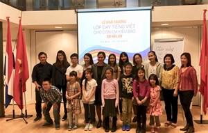Khai giảng lớp tiếng Việt cho con em kiều bào Việt Nam tại Hà Lan