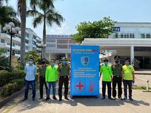 Quảng Bình: Trao tặng, lắp đặt 10 buồng khử khuẩn tự động tại các điểm công cộng