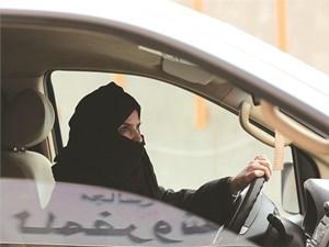 Khi phụ nữ được phép lái xe