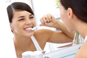 Không nên đánh răng ngay sau khi ăn