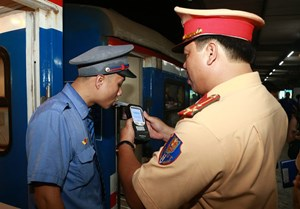 Tăng cường kiểm tra nồng độ cồn đối với nhân viên đường sắt