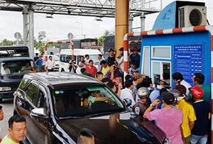 Lái xe chỉ được dừng tại trạm thu phí không quá 5 phút