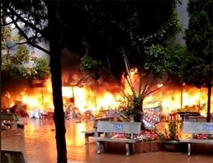 Lạng Sơn: Cháy lớn, thiêu rụi hàng chục quầy bán vàng mã tại Đền Mẫu