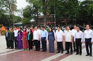 Lãnh đạo Hà Nội dâng hoa kỷ niệm 148 năm ngày sinh V.I. Lênin