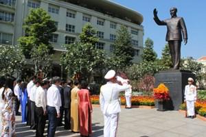 Lãnh đạo TP HCM tưởng niệm Quốc tổ Hùng Vương, Chủ tịch Hồ Chí Minh, Chủ tịch Tôn Đức Thắng