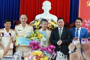 Lãnh đạo tỉnh Quảng Nam chúc Tết và thưởng nóng cho Công an tỉnh