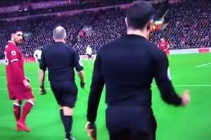 Liverpool dính phạt đền oan uổng, trọng tài… giơ tay ăn mừng