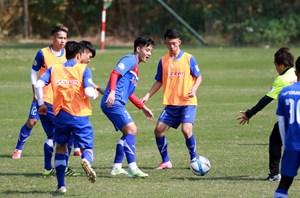 Lo cho hàng thủ, HLV Park Hang Seo dùng 4 hậu vệ