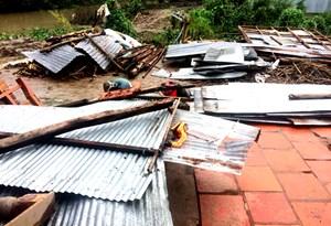 Mặt trận Cần Thơ hỗ trợ các hộ dân bị thiệt hại do giông lốc xoáy
