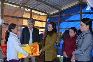 Mặt trận Quảng Ngãi trao quà Tết cho các hộ nghèo tại huyện Sơn Tịnh