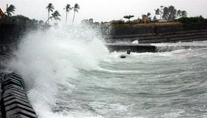 Mưa dông, gió mạnh, sóng lớn trên biển
