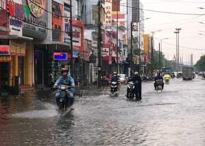 Mưa lớn gây ngập cục bộ tại một số tuyến đường thành phố Huế