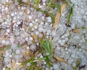 Chiều nay, mưa đá trên diện rộng tại Mường Lát