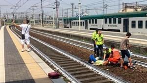Nam thanh niên chụp ảnh selfie trước tai nạn xe lửa