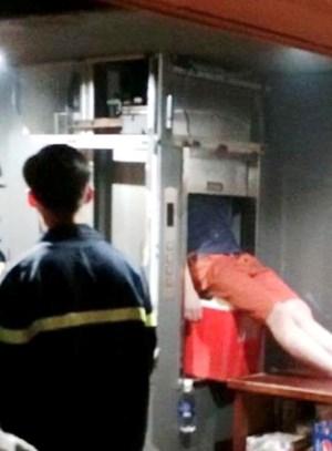 Nam thanh niên tử vong  trong thang máy vận chuyển thức ăn