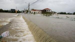 Nam Trung bộ: Mưa lớn gây ngập lụt và chia cắt nhiều khu vực
