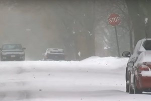 Mỹ: Tài xế nổ súng vào nhóm trẻ em nghịch ném tuyết trúng ôtô