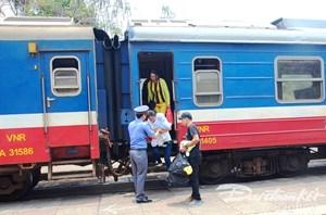 Ngành đường sắt bỏ 4 chuyến tàu vì bão số 12