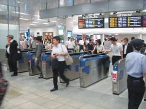 Ngành đường sắt lắp thiết bị soát vé tự động tại 3 nhà ga lớn