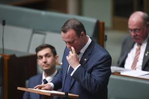 Nghị sĩ Australia cầu hôn bạn trai đồng giới tại Quốc hội