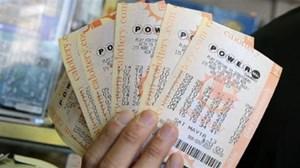 Người đàn ông cho vé số trị giá 50.000 USD vì tưởng không trúng