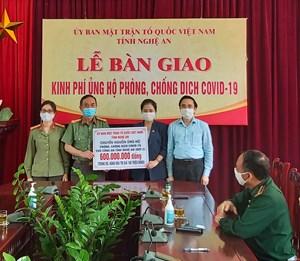 Nghệ An: Bàn giao hơn 5,8 tỷ đồng phục vụ công tác phòng, chống dịch