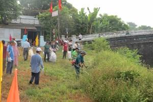 Nhân dân Thuận Lộc tham gia làm sạch bờ sông Ngự Hà