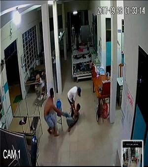 Nhóm thanh niên gây rối tại Trung tâm Y tế lúc nửa đêm
