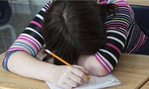 Những đứa trẻ hóa tâm thần vì gánh nặng con ngoan trò giỏi
