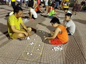 Những trò chơi dân gian trở về tuổi thơ