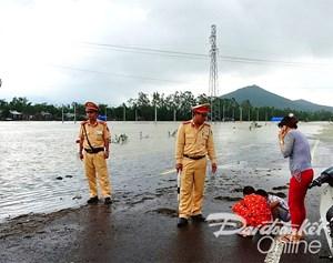 Nước rút chậm, hàng nghìn hộ dân vẫn bị cô lập