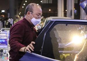 HLV Park Hang Seo và vợ không bị cách ly nhưng 'được giám sát y tế chặt chẽ'