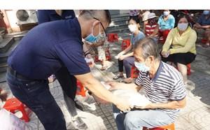 TP Hồ Chí Minh: Tiếp tục hỗ trợ gạo cho các hộ gia đình khó khăn do dịch Covid-19