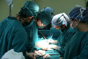 Phẫu thuật loại bỏ khối u hơn 2kg cho nữ bệnh nhân