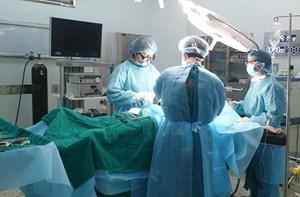 Mổ cấp cứu ruột thừa trong khu cách ly bệnh nhân Covid-19