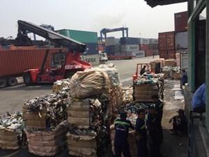Loay hoay xử lý hàng ngàn container rác phế liệu