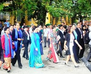 Phố cổ Hội An đón đoàn phu nhân lãnh đạo các nền kinh tế APEC ghé thăm