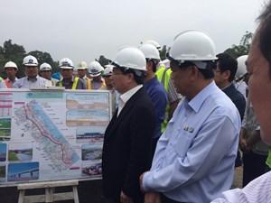 Phó Thủ tướng Trịnh Đình Dũng thị sát tuyến cao tốc Đà Nẵng - Quảng Ngãi